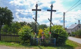 Prawosławny krzyż przydrożny. Grabowiec, gmina Dubicze Cerkiewne, Hajnówka County.