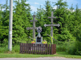 Prawosławny krzyż przydrożny. Jagodniki, gmina Dubicze Cerkiewne, Hajnówka County.