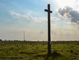 Przydrożny krzyż drewniany. Puciska, gmina Hajnówka, Hajnówka County.