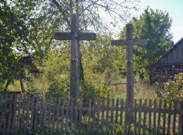 Krzyże przydrożne drewniane. Teremiski, gmina Białowieża, Hajnówka County.