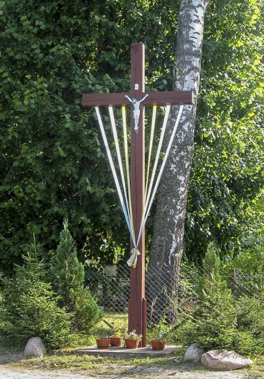 Krzyż przydrożny. Dąbrówka, gmina Damnica, powiat słupski.