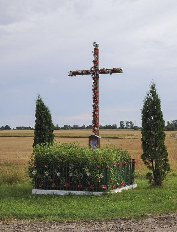 Krzyż przydrożny. Głuszynko, gmina Potęgowo, powiat słupski.