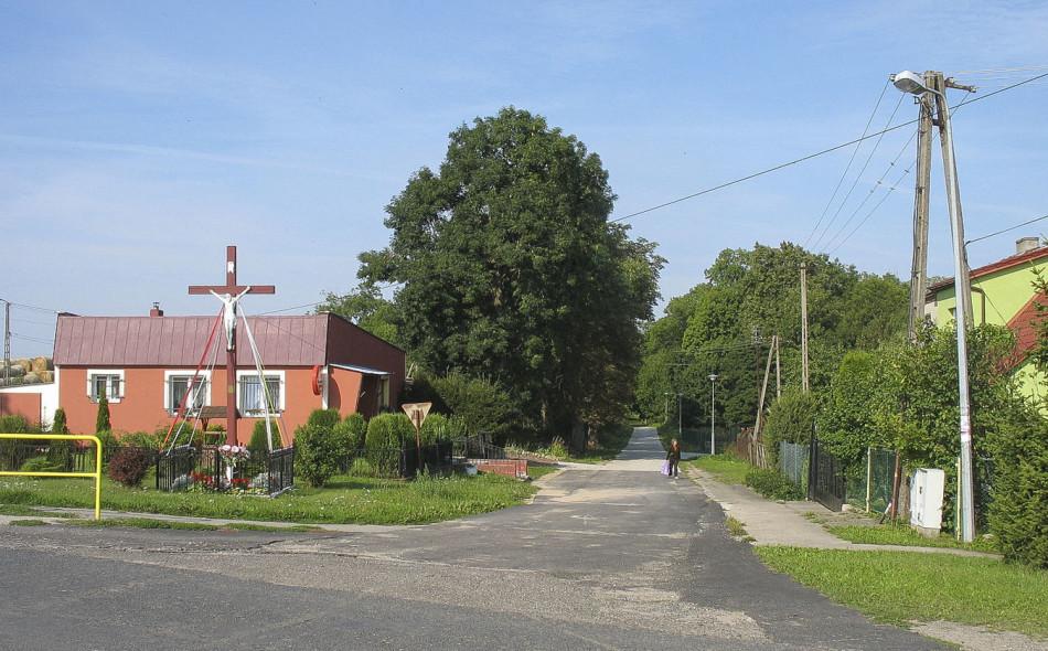 Krzyż przydrożny. Łojewo, gmina Damnica, powiat słupski.