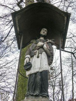 Przydrożna kapliczka z 1786 r. z figurą św. Jana Nepomucena. Bestwina, powiat bielski.