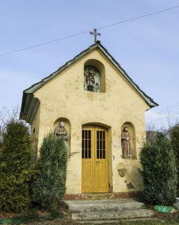 Przydrożna kapliczka domkowa. Wilamowice, powiat bielski.