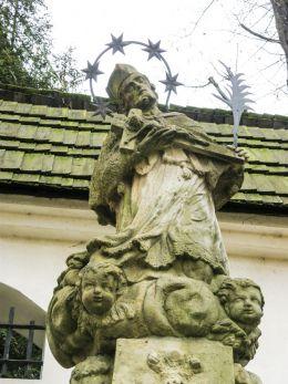 Przydrożna kapliczka z figurą św. Jana Nepomucena. Cieszyn, powiat cieszyński.