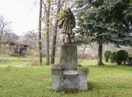 Przydrożna kapliczka z figurą św. Jana Nepomucena. Goleszów, powiat cieszyński.