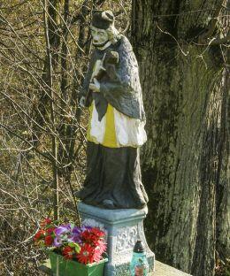 Przydrożna kapliczka z figurą św. Jana Nepomucena. Kończyce Wielkie, gmina Hażlach, powiat cieszyński.