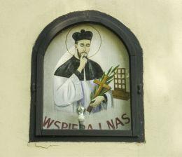 Wizerunek św. Jana Nepomucena na przydrożnej kaplicze. Zabłocie, gmina Strumień, powiat cieszyński.