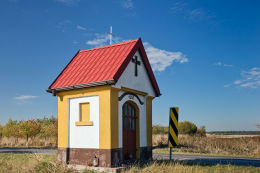 Kapliczka przydrożna, domkowa z 1897 r. Drochlin, gmina Lelów, powiat częstochowski.