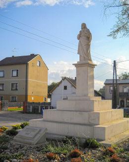 Figura  Jezusa Chrystusa z 1922 roku na pamiątkę pielgrzymki na Jasną Górę. Złoty Potok, gmina Janów, powiat częstochowski.