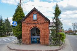 Kapliczka na rozdrożu ul. Rolników i ul. Żytniej. Gliwice, Bojków, Gliwice.