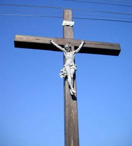 Przydrożny krzyż drewniany. Gostyń, gmina Wyry, powiat mikołowski.
