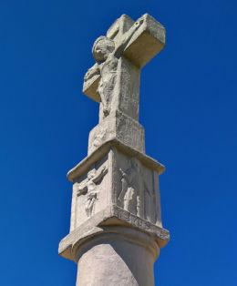 Krzyż dziękczynny z 1738 r. Postawiony w podzięce za uratowanie fabryki szkła w czasie wichury. Łaziska Górne, powiat mikołowski.