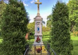 Przydrożny krzyż kamienny z 1905 roku, Boża Męka. Wisła Mała, gmina Pszczy, powiat pszczyński.