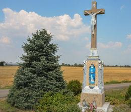 Krzyż przydrożny z 1889 r stojący na skrzyżowaniu ul. Rybnickiej i Cieszyńskiej. Racibórz, powiat raciborski.
