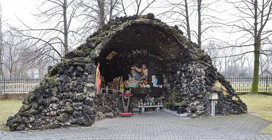 Kapliczka grota, przy kościelr Ścięcia św. Jana Chrzciciela. Ruda Śląska, Godula, Ruda Śląska.