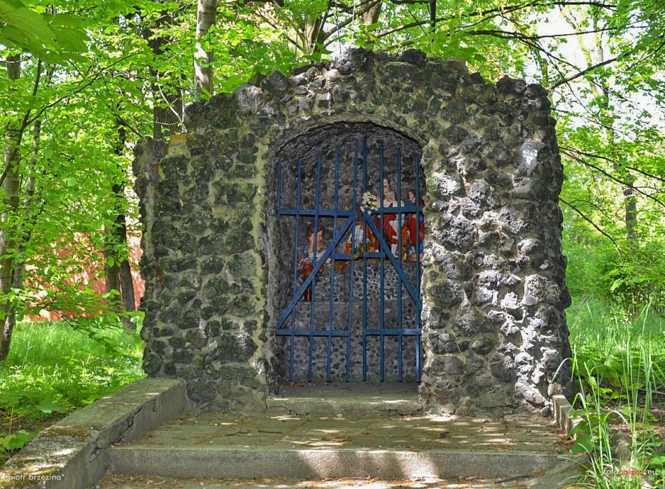 Kapliczka, grota przy Szpitalu Miejskim, ul. Główna. Ruda Śląska, Bielszowice, Ruda Śląska.