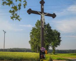 Krzyż stojący przy drodze na Ramżę  z 1934 r. Fundator Bronisław Albinowski. Bełk, gmina Czerwionka Leszczyny, powiat rybnicki.