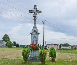 Krzyż przydrożny przy ulicy Bytomskiej. Połomia, gmina Tworóg, powiat tarnogórski.