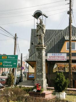 Przydrożna kapliczka z figurą św. Jana Nepomucena. Ogrodzieniec, powiat zawierciański.