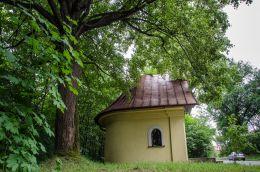 Przydrożna kapliczka domkowa, murowana. Cięcina, gmina Węgierska Górka, powiat żywiecki.