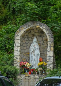 Przydrożna kapliczka Maryjna, Aleja Jana Pawła II. Sandomierz, powiat sandomierski.