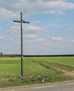 Krzyż przydrożny. Osiny, gmina Mirzec, powiat starachowicki.