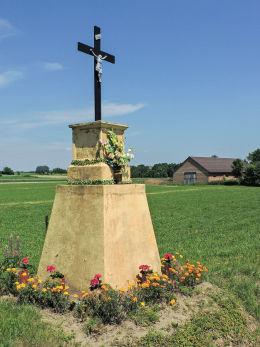 Krzyż przydrożny. Szerzawy, gmina Pawłów, powiat starachowicki.