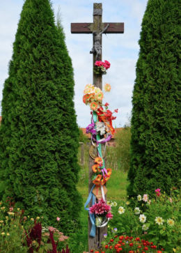 Przydrożny krzyż drewniany. Jędrychowo, gmina Frombork, powiat braniewski.