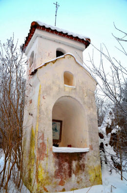 Barokowa kapliczka z 1601 roku. Najstarsza przydrożna  kapliczka na Warmii. Dobrąg, gmina Barczewo, powiat olsztyński.