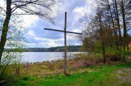 Przydrożny krzyż drewniany. Łajs, gmina Purda, powiat olsztyński.
