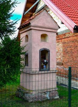 Przydrożna kapliczka z 1861 r. Pokrzywy, gmina Purda, powiat olsztyński.