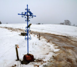 Krzyż przydrożny metalowy. Wilimy, gmina Biskupiec, powiat olsztyński.