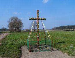 Przydrożny krzyż. Nowy Dwór, gmina Szamocin, powiat chodzieski.