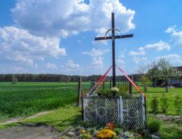 Krzyż przydrożny metalowy. Marunowo, gmina Czarnków, czarnkowsko-trzcianecki.