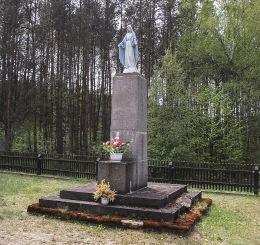 Przydrożna kapliczka Matki Boskiej, dawniej pomnik poległych w I wojnie światowej. Średnica, gm. Czarnków, czarnkowsko-trzcianecki.