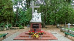 Pieta na cmentarzu franciszkanek. Wieleń, czarnkowsko-trzcianecki.