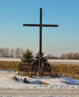 Przydrożny krzyż drewniany. Gniezno, powiat gnieźnieński.
