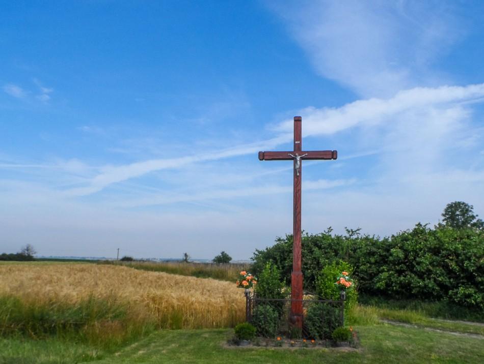 Przydrożny krzyż drewniany. Domachowo, gmina Krobia, powiat gostyński.