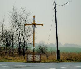 Krzyż przydrożny przy drodze do Wonieścia. Gniewowo, gmina Śmigiel, powiat kościański.