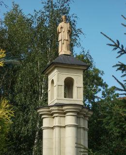 Przydrożna kapliczka św. Jana Nepomucena, pomnik powstańców wielkopolskich i ofiar i wojny światowej. Jerka, gmina Krzywiń, powiat kościański.