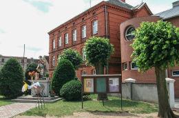 Kapliczka przydrożna z figurą św. Floriana. Sulmierzyce, powiat krotoszyński.