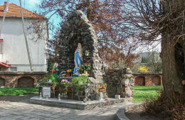 Grota Matki ożej z Lourdes przy kościele św. Jana Chrzciciela. Zduny, powiat krotoszyński.