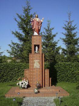 Przydrożna kapliczkaz figurą Chrystusa. Moraczewo, gmina Rydzyna, powiat leszczyński.