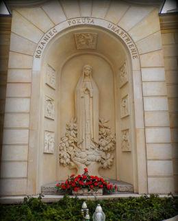 Kapliczka Matki Bożej przy kościele św. Mikołaja (po renowacji). Leszno, Leszno.