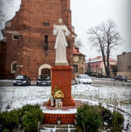 Figura Jezusa Chrystusa przed kościołem św. Jana Chrzciciela. Leszno, Leszno.