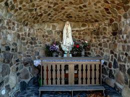Grota Matki Boskiej przy kościele św. Wojciecha. Boruja Kościelna, gmina Nowy Tomyśl, powiat nowotomyski.