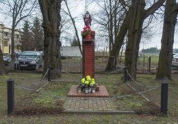 Kapliczka Chrystusa przy kościele pw. Zmartwychwstania Pańskiego. Kuślin, powiat nowotomyski.