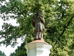 Barokowa figura św. Jana Nepomucena z 2 poł. XVIII w. Łomnica, gmina Zbąszyń, powiat nowotomyski.